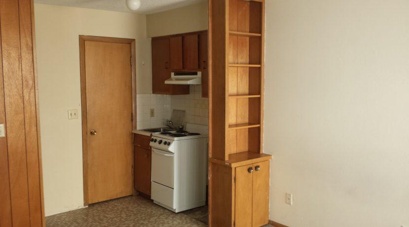 kitchen_634-south-johnson-street_iowa-city_j-and-j-apartments