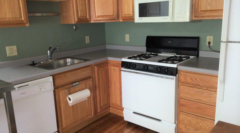 516-8 Kitchen 2