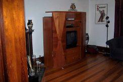 612-clinton-2-Living-Room_iowa-city_j-and-j-apartments