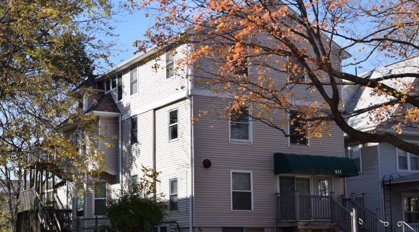 611-clinton-street_iowa-city_j-and-j-apartments