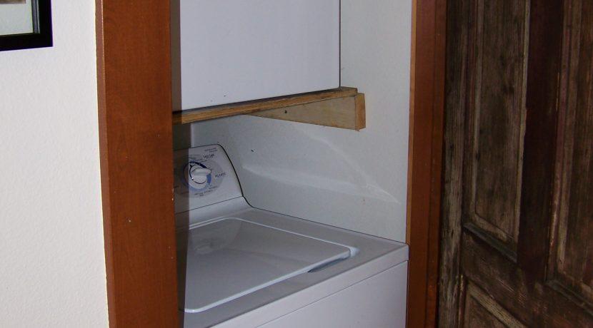 laundry_1118-prairie-du-chien-road_iowa-city_j-and-j-apartments