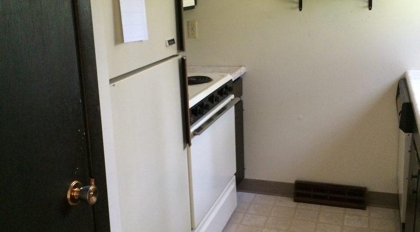 kitchen_1015-oakcrest-f_iowa-city_j-and-j-apartments
