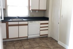 kitchen_109-prentiss_iowa-city_j-and-j-apartments