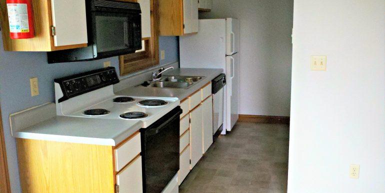 kitchen_624-clinton_iowa-city_j-and-j-apartments