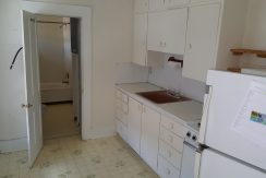 kitchen_630-johnson-4_iowa-city_j-and-j-apartments