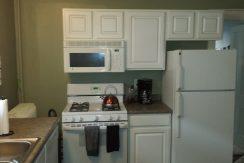 kitchen_911-east-washington-street-6_iowa-city_j-and-j-apartments