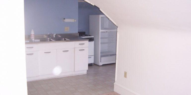 kitchen_911-washington-9_iowa-city_j-and-j-apartments