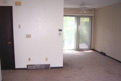 living-room2_1015-oakcrest-f6_iowa-city_j-and-j-apartments