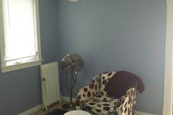 living-room_911-east-washington-street-6_iowa-city_j-and-j-apartments