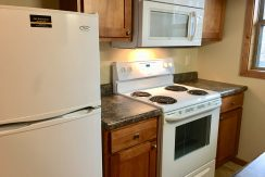 kitchen-2_1001_oakcrest_street_iowa-city_j-and-j-apartments