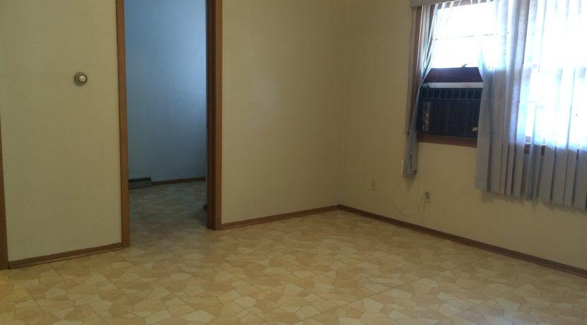 living-room-2_417-kimball-road_iowa-city_j-and-j-apartments