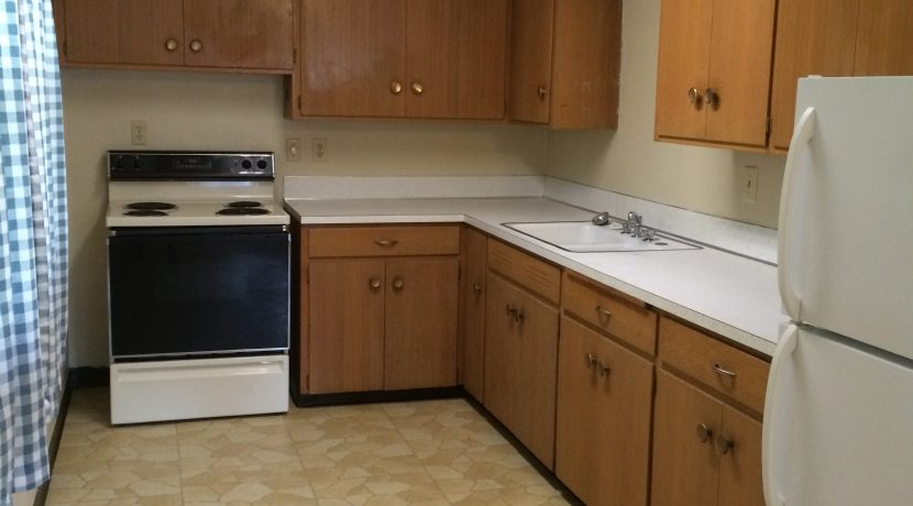 kitchen_417-kimball-road_iowa-city_j-and-j-apartments