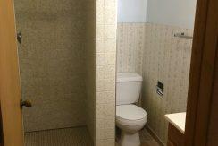 bath_417-kimball-road_iowa-city_j-and-j-apartments