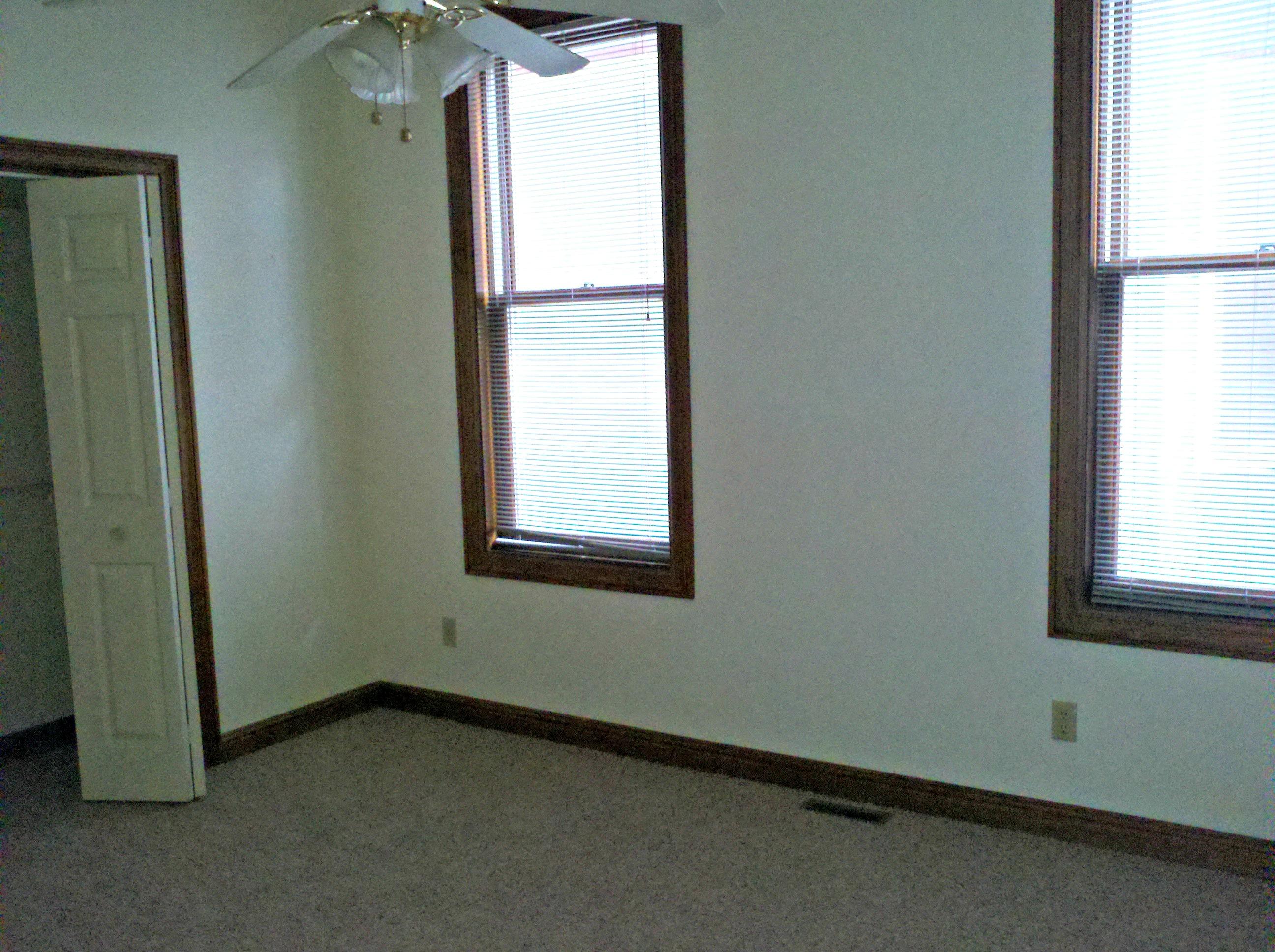 624 S Clinton St 3 1 Bedroom J J Real Estate