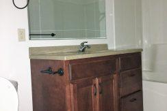 bathroom_915_washington_street_iowa-city_j-and-j-apartments
