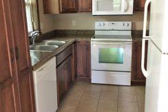 kitchen_915-washington-street_iowa-city_j-and-j-apartments