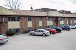 945-oakcrest-street_iowa-city_j-and-j-apartments