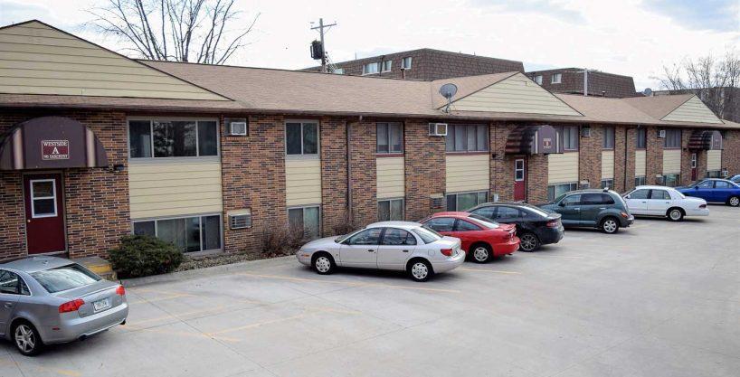 945 oakcrest street - iowa city - j and j apartments