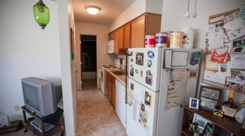 kitchen-2_902-20th-avenue-place_coralville_j-and-j-apartments