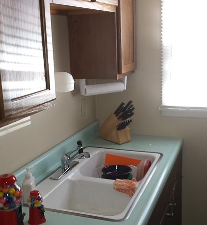 kitchen_1001-oakcrest-street_iowa-city_j-and-j-apartments(1)