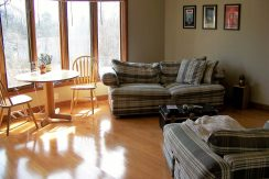 living-room_1118-prairie-du-chien-road-2_iowa-city_j-and-j-apartments