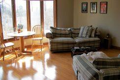 living-room_1118-prairie-du-chien-road-2_iowa-city_j-and-j-apartments