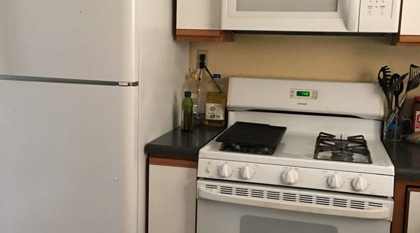 kitchen-2_109-prentiss-1_iowa-city_j-and-j-apartments
