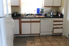 kitchen_109-prentiss-1_iowa-city_j-and-j-apartments