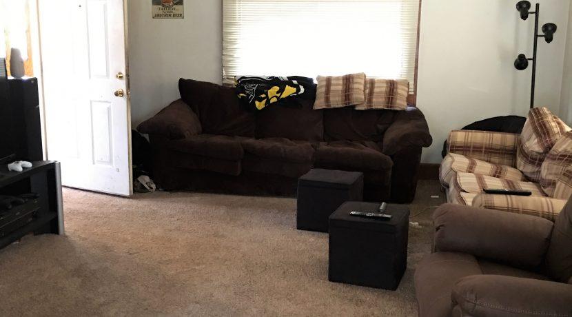 living-room-2_109-prentiss-1_iowa-city_j-and-j-apartments