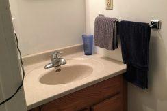 bathroom1_611-clinton_iowa-city_j-and-j-apartments