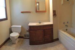 bathroom_114-wright-1_iowa-city_j-and-j-apartments