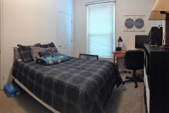 bedroom3_611-clinton_iowa-city_j-and-j-apartments