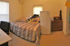 bedrrom2_611-clinton_iowa-city_j-and-j-apartments