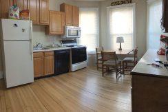 kitchen1_611-clinton_iowa-city_j-and-j-apartments
