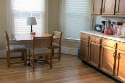 kitchen2_611-clinton_iowa-city_j-and-j-apartments