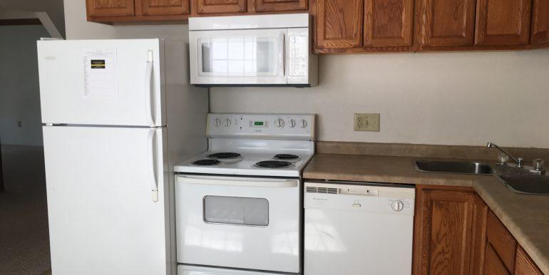 kitchen2_113-prentiss-street_iowa-city_j-and-j-apartments