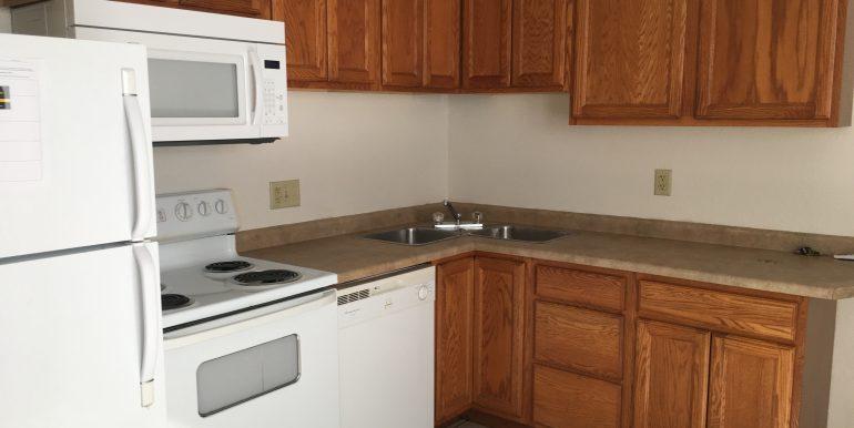 kitchen1_113-prentiss-street_iowa-city_j-and-j-apartments