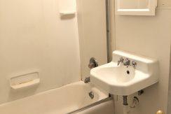 bathroom_619-bowery_iowa-city_j-and-j-apartments