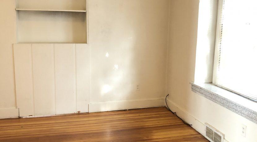 bedroom-1_619-bowery_iowa-city_j-and-j-apartments
