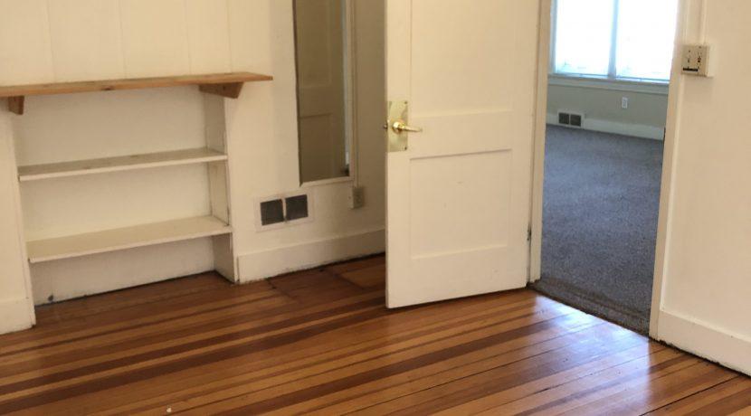 bedroom-4_619-bowery_iowa-city_j-and-j-apartments