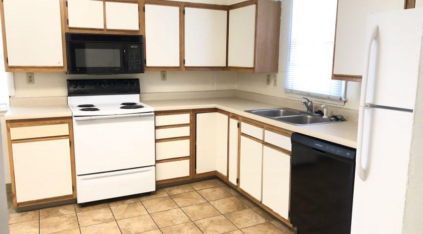 kitchen_619-bowery_iowa-city_j-and-j-apartments
