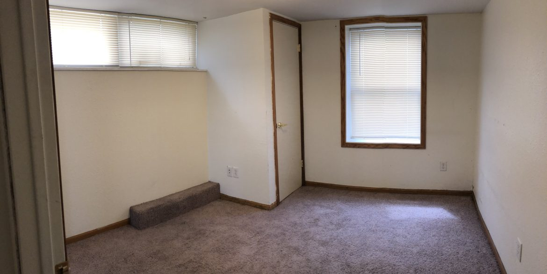 611-clinton-street_bedroom1_iowa-city_j-and-j-apartments