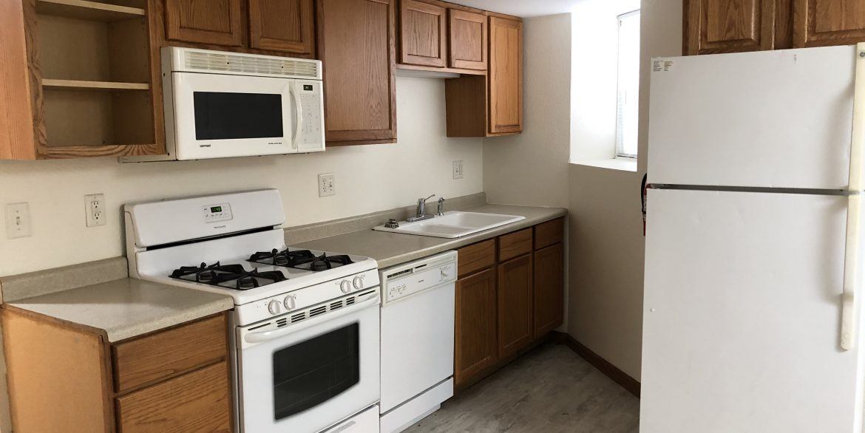 611-clinton-street_kitchen_iowa-city_j-and-j-apartments