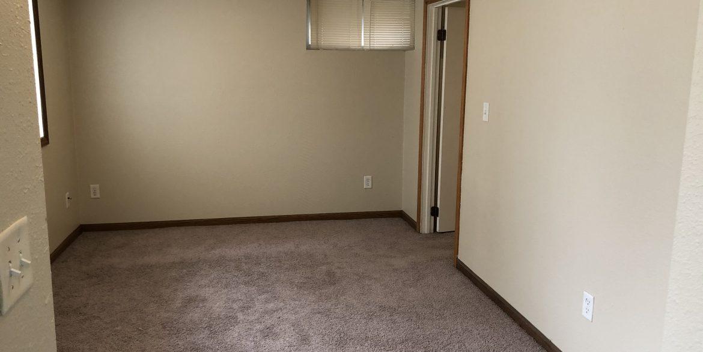611-clinton-street_living-room_iowa-city_j-and-j-apartments