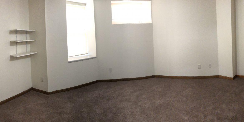 611-clinton-street_bedroom_iowa-city_j-and-j-apartments