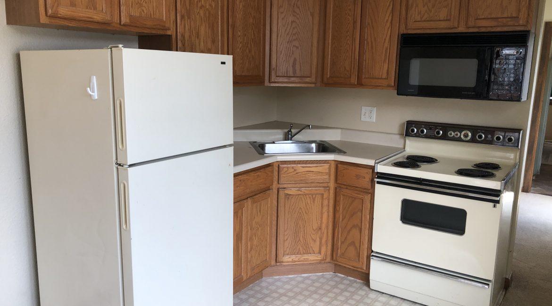 114-wright_kitchen_iowa-city_j-and-j-apartments