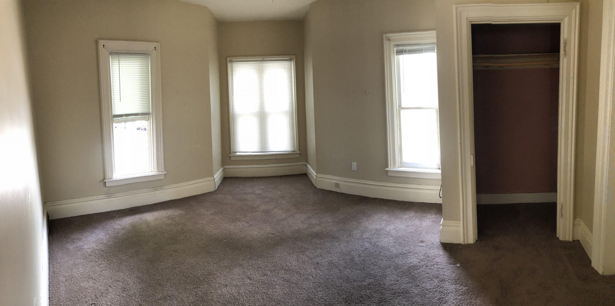 604-clinton_bedroom-2_iowa-city_j-and-j-apartments
