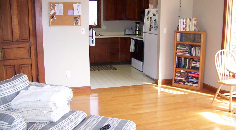 living-room_kitchen_1118.5-prairie-du-chien_iowa-city_j-and-j-apartments