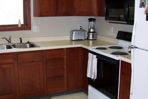 kitchen-3_1118.5-prairie-du-chien_iowa-city_j-and-j-apartments