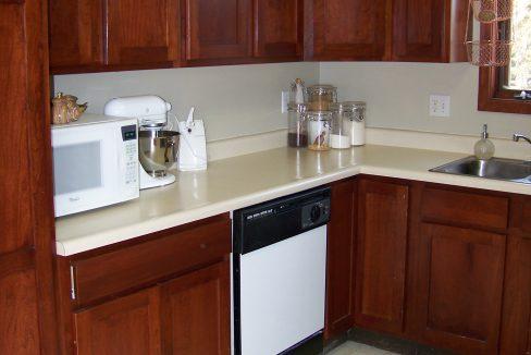 kitchen_1118.5-prairie-du-chien_j-and-j-apartments_iowa-city
